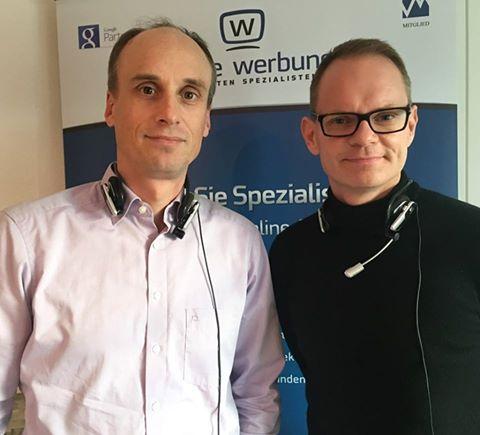 Unser Webinar-Erfolgs-Duo Timo Heinrich (links) und Nico Erhardt (rechts): Headset auf und los geht´s!