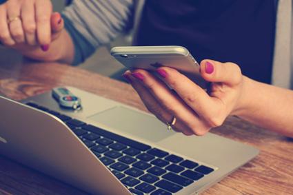 Internetseiten werden immer häufiger mit dem Smartphone besucht.